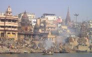 India: covid 300 000 infections and bodies thrown into the Ganges