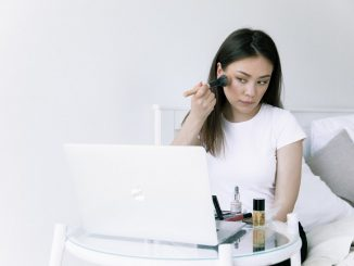 Wearing makeup is less intelligent according to study